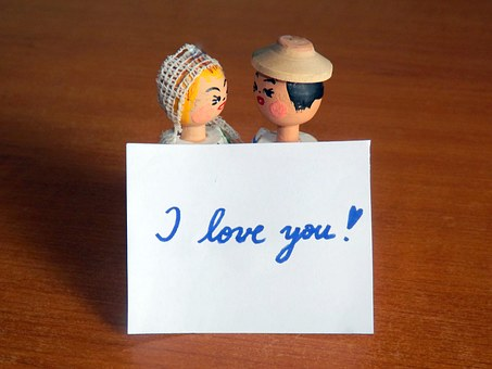 Couple's sign-I love you